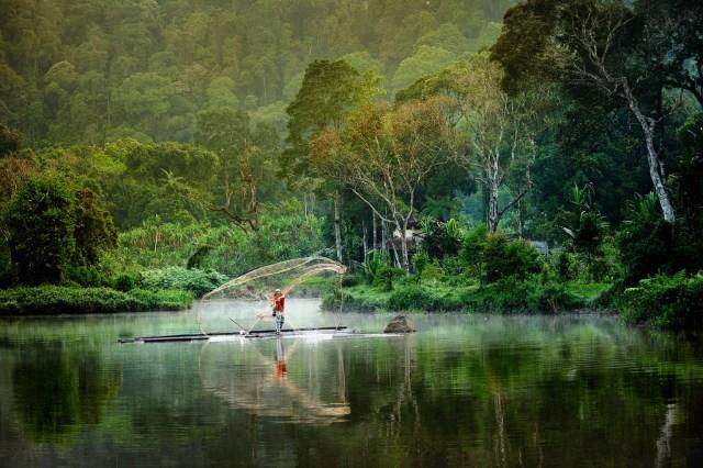 Sukabumi, mempunyai banyak destinasi wisata alam yang begitu menyenangkan.