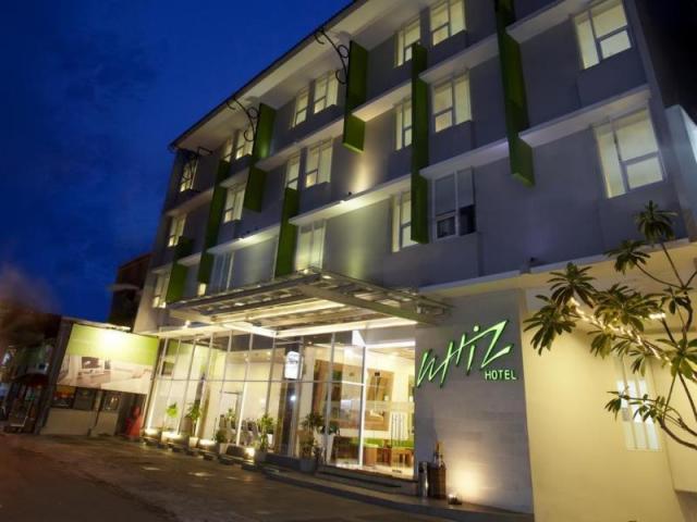 Bagian depan Whiz Hotel, Malioboro Yogyakarta