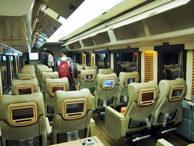 Kereta tipe Priority yang memiliki 28 seat yang begitu nyaman