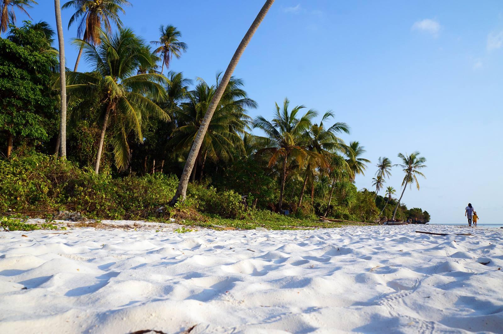 Setidaknya, Meskipun Sekali Seumur Hidup, Berkunjunglah Ke Pantai Pasir Putih Indonesia Yang Menawan ini!