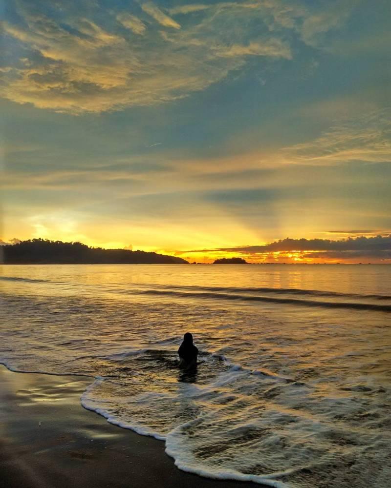 Pantai Palangpang, Ciletuh, Sukabumi by IG @irwindwind