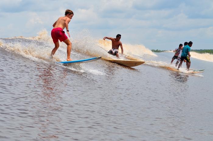 Karena fenomena yang unik sungai ini menjadi tujuan idaman para surfer mancanegara