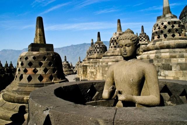 Candi Borobudur adalah wisata Jawa Tengah yang sempat masuk dalam 7 keajaiban dunia