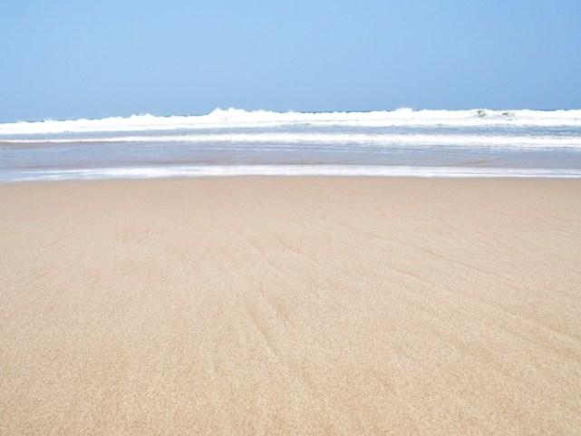 Kelembutan pantai Pasir Putih di Desa Sawarna