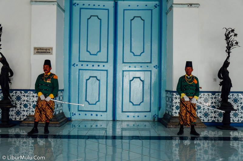 The guards of the solo palace with their distinctive green clothes, armed with swords