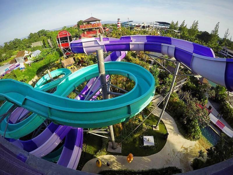 Salah satu wahana permainan air di waterpark terbesar di Jogja by @jogjabay