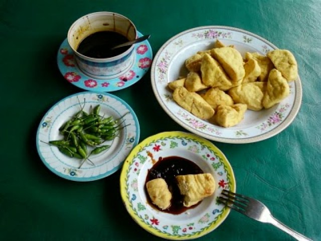which is on the slopes of Mount Ungaran. As the processed tofu in general, tofu harmoniously made from soybean seeds. The name &#39;harmonious&#39; is taken from the slogan of Ungaran city, Ungaran Serasi. </p> <p class=