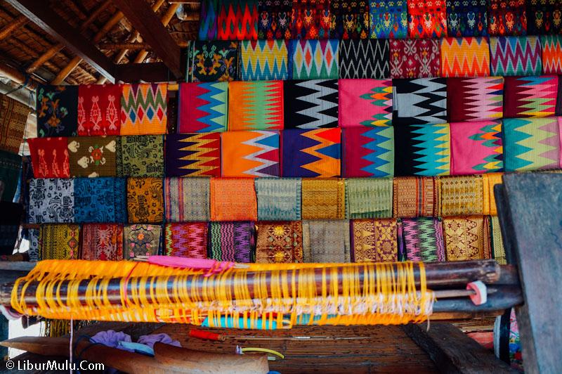 Tidak ada kain tenun yang jelek di desa wisata Lombok ini! Keren semuanya!