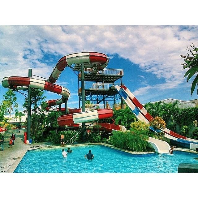 Hari yang cerah di Balong Waterpark Jogja.