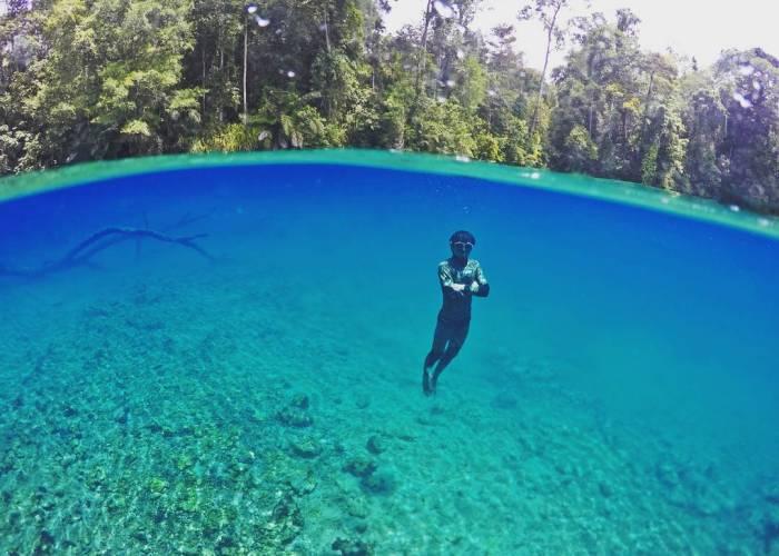Mungkin agak mahal, tapi yakin nggak mau coba berenang di danau super kece ini!?
