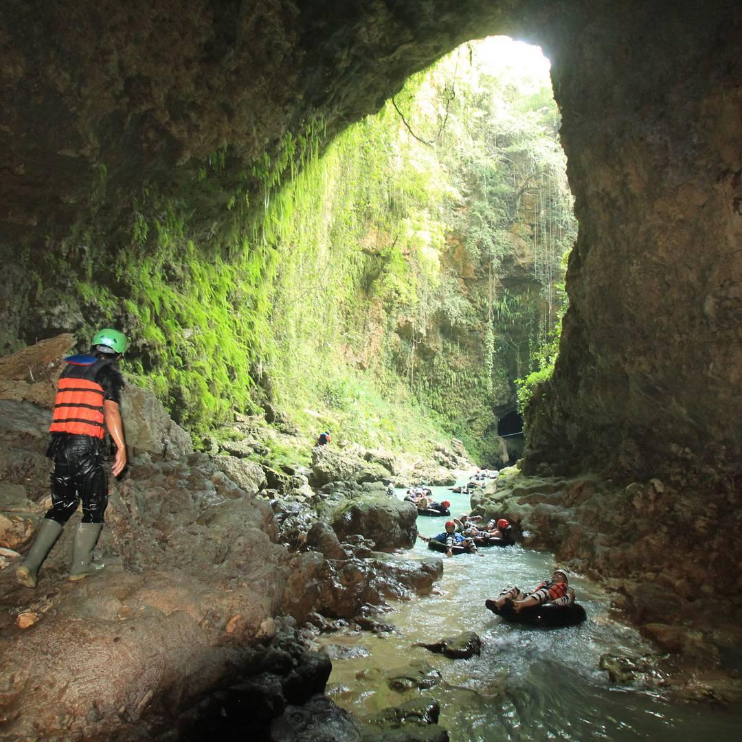 Rasakan serunya cave tubing di Kalisuci Gunungkidul