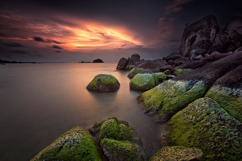 Pantai Tanjung Tinggi, Pantai Yang Penuh Dengan Bebatuan Raksasa