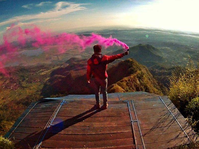 Gunung Telomoyo, salah satu wisata di Semarang yang keren pake banget! by IG @rianpict