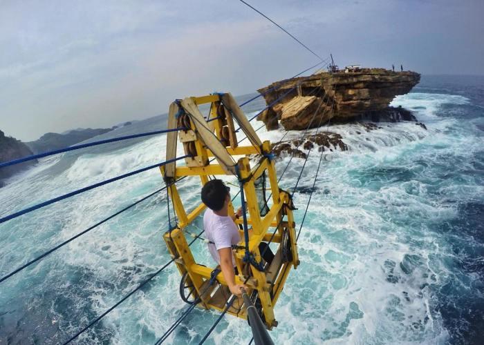Gondola Pantai Timang yang menantang!