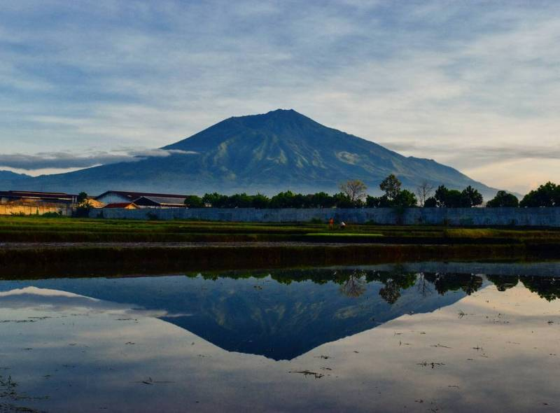 Mt. Arjuno view by @dwikuncahyo taken at around ITN 2, Malang