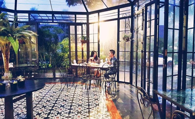 Madam Wang Secret Garden ini bukan sekedar cafe biasa. via @bebiecolin