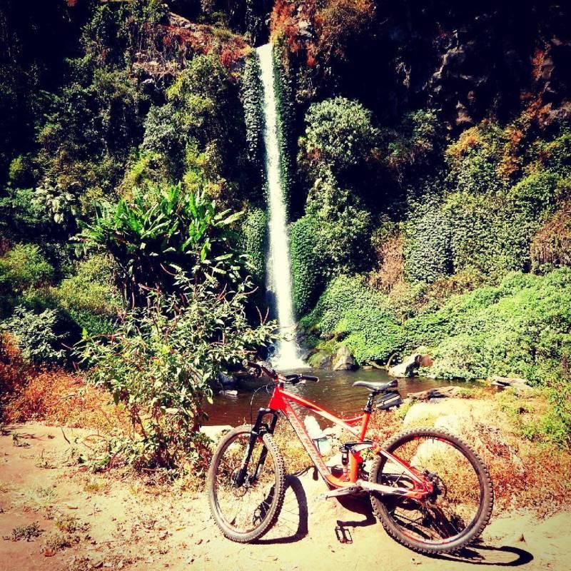 Gowes ke air terjun ini sepertinya juga menantang ya?! via @m.syafii1