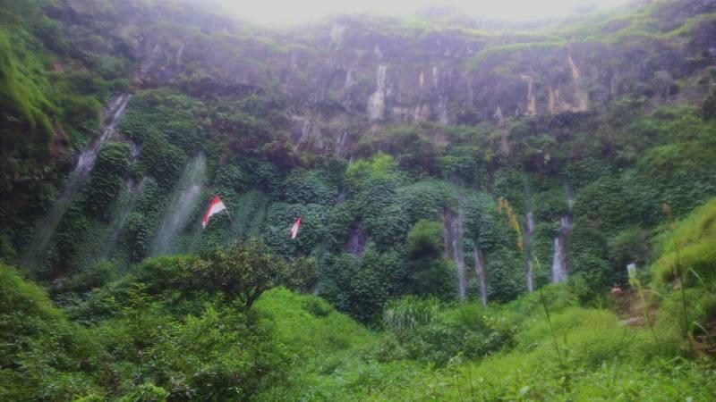 Keindahan alam seperti Coban Pitu ini harus terus dijaga ya! via @ighbalachmad