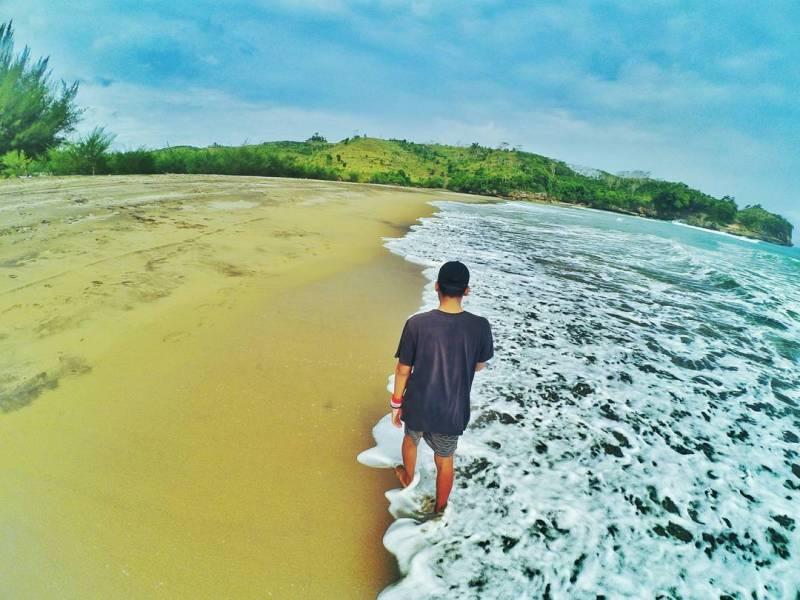 Pantai Serang Blitar via IG @rianfaw