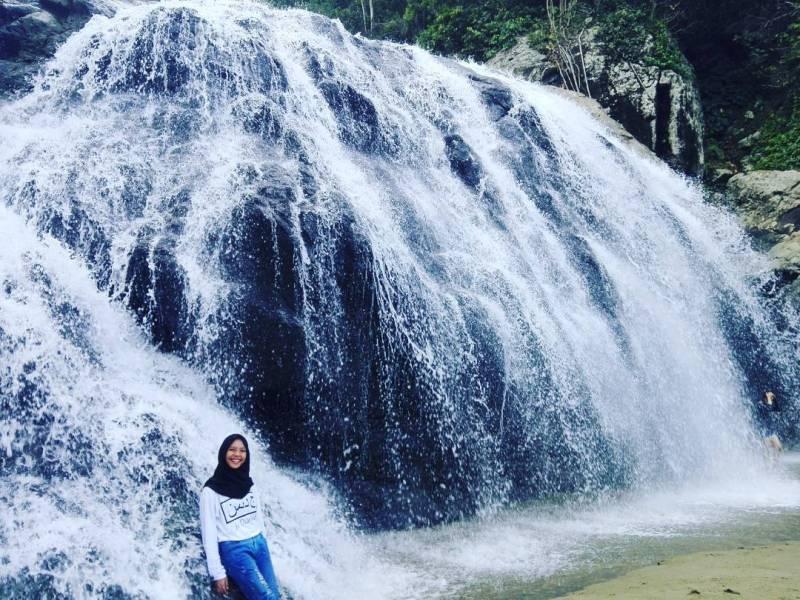 Yakin kalian nggak mau main ke Air Terjun dan Pantai Banyu Anjlok ini? via IG @jeediamon_