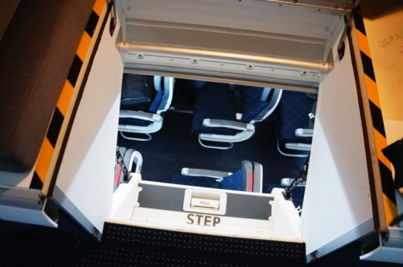 Pada beberapa pesawat terbang, jalan masuknya bukan berupa tangga