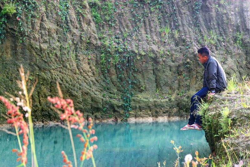 Danau Blingoh Jepara Yang Berwarna Hijau Toska Dikelilingi Perbukitan Hijau by IG @najikh94