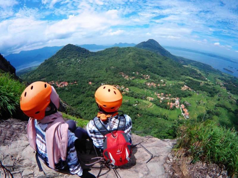 Keindahan dari Puncak Gunung Parang by IG @gunungparang_badega