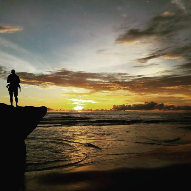 Sunset Pantai Canggu gak kalah dengan sunset pantai di Bali yang lainnya by IG @neyza_a