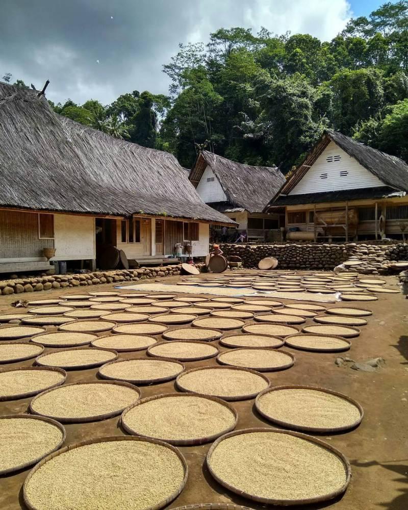 Kampung Naga Tasikmalaya by IG @iannoooo