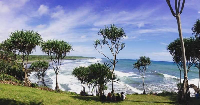 Pantai Karang Tawulan Tasikmalaya by IG @winda_mutiara