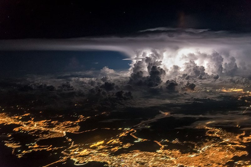 A storm seen from the cockpit of the aircraft, attacking the City of Panama