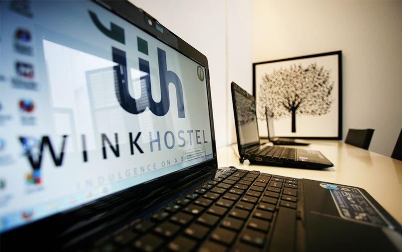Ada fasilitas komputer gratis untuk mengakses informasi di internet