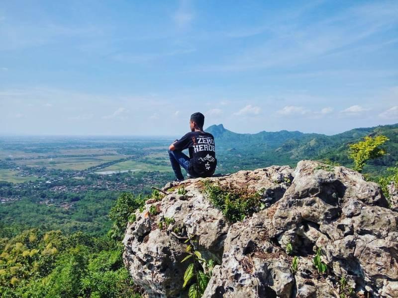 Bersantai di Bukit Jomblo adalah pilihan yang pas di akhir pekan by @fatur_ult12as
