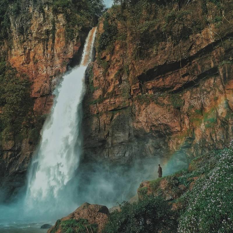Curug cimarinjung cool waterfall in Geopark Ciletuh, sukabumi by IG @arizalkyo
