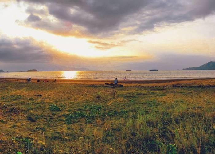 Di pantai ini kalian juga bisa menikmati keindahan sunset sore hari by IG @pickpols