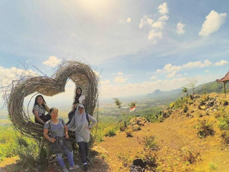 Mau foto selfie atau Groufie di tempat wisata hits Tulungagung ini bebas! by @eva_kusmita