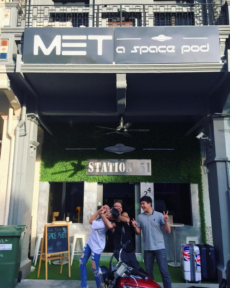 Met a space pod capsule hostel dari depan by IG @metaspacepod