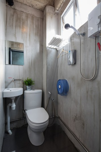Shower bisa buka sampai 24 jam
