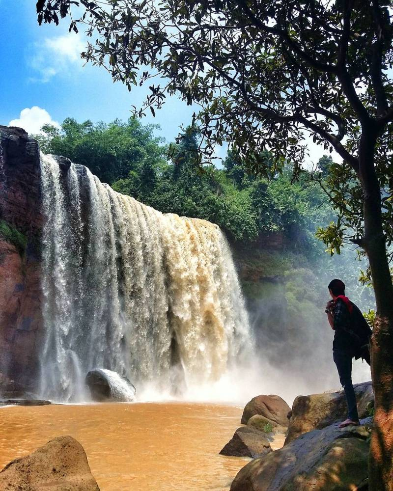 There are many people visiting Curug Awang to hunt Instagram photos like this by @ahmad. fauzi1989.af