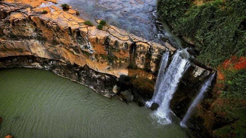 Air terjun di Ciletuh Sukabumi ini memang keren, pantas banyak yang suka! by @ogigraph