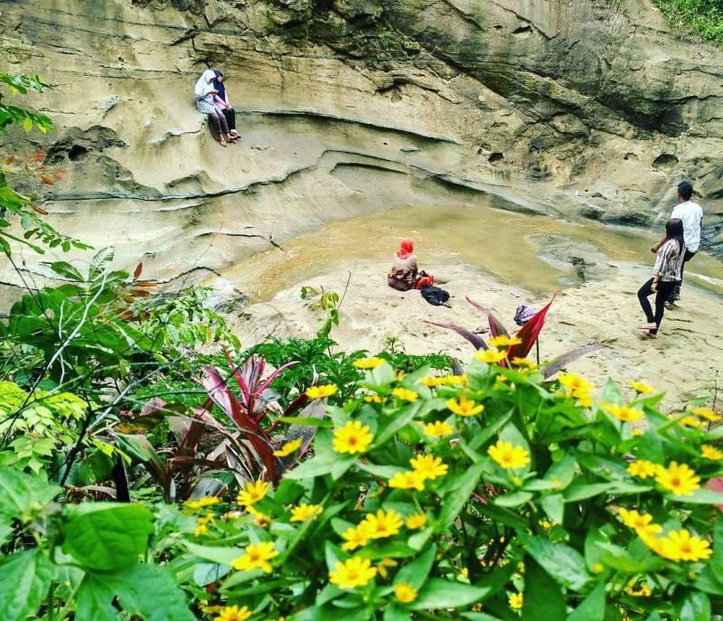 Batu Gedong juga dikenal sebagai Watu Gedong oleh masyarakat sekitar by @feri_wahy