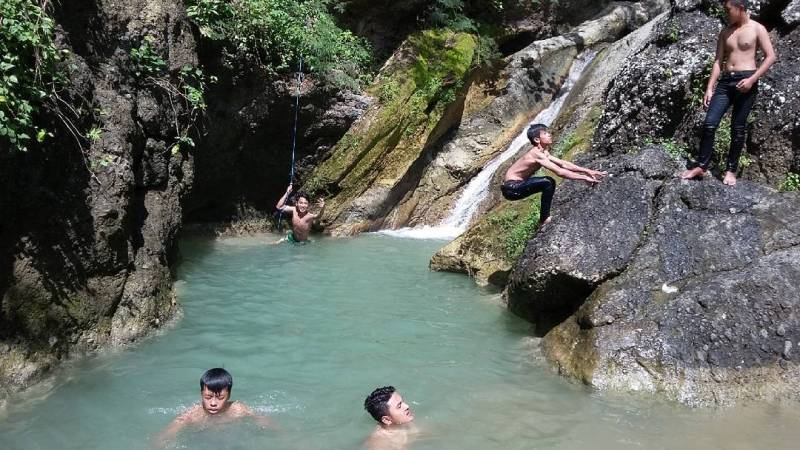 This place is cool to use for swimming when it's hot by @farhanganong