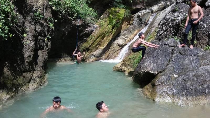 Tempat ini asik dimanfaatkan untuk berenang ketika hari sedang panas by @farhanganong