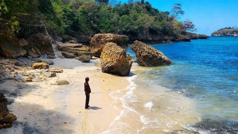 Pantai Ngapuracang (Timur Pantai Gerangan), Desa Ngrejo, Kecamatan Tanggunggunung, Kabupaten Tulungagung by @mas_hartanto