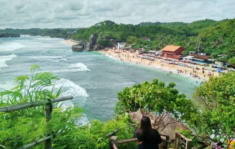 Pantai Indrayanti, pantai di Jogja yang populer ketika musim liburan tiba! via @ilhamsuminar