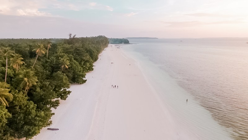 Pantai Ngurbloat Pantai Berpasir Putih dari Maluku Tenggara