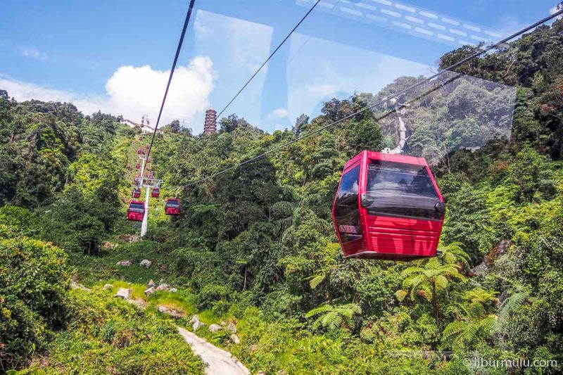 awana Genting Highlands skyway - when else can you ride the gondola between the hills