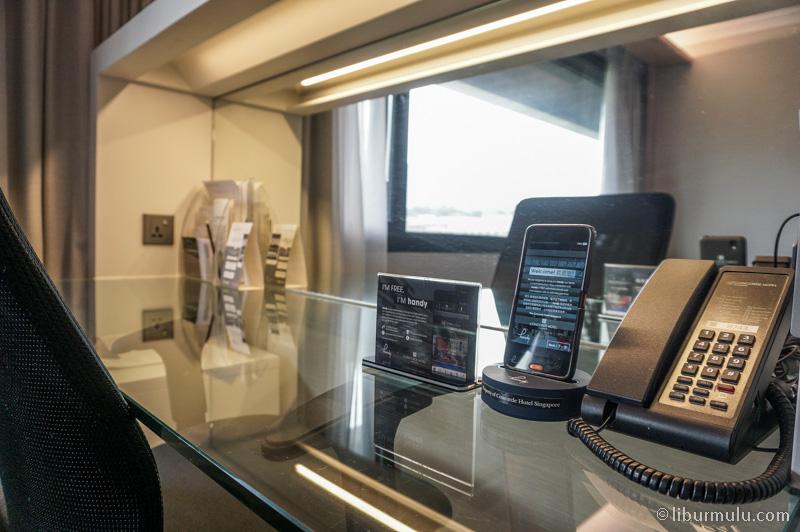 Handy phone yang bisa dibawa berkeliling Singapura.