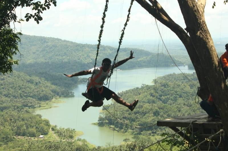 Salah satu atraksi yang bisa dicoba di Bukit Cendana Jogja via @gtt.travelguide
