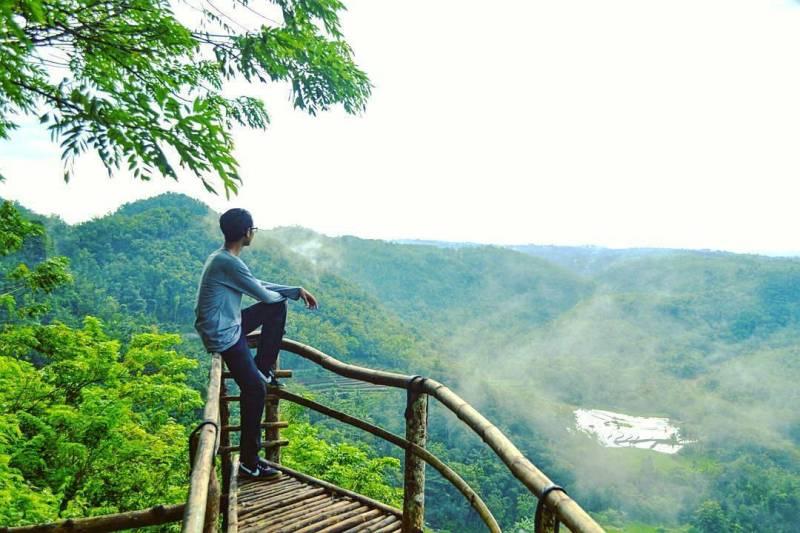 Selain untuk camping, kamu juga bisa sekedar bersantai di Tebing Watu Mabur via IG @rbmdka